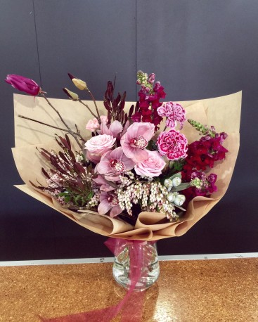 N/A Modern Hand tied Bouquet