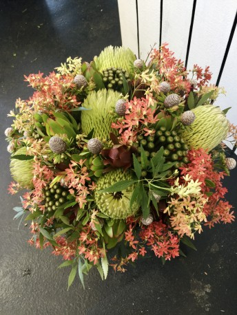 N/A Round Style Christmas Arrangement